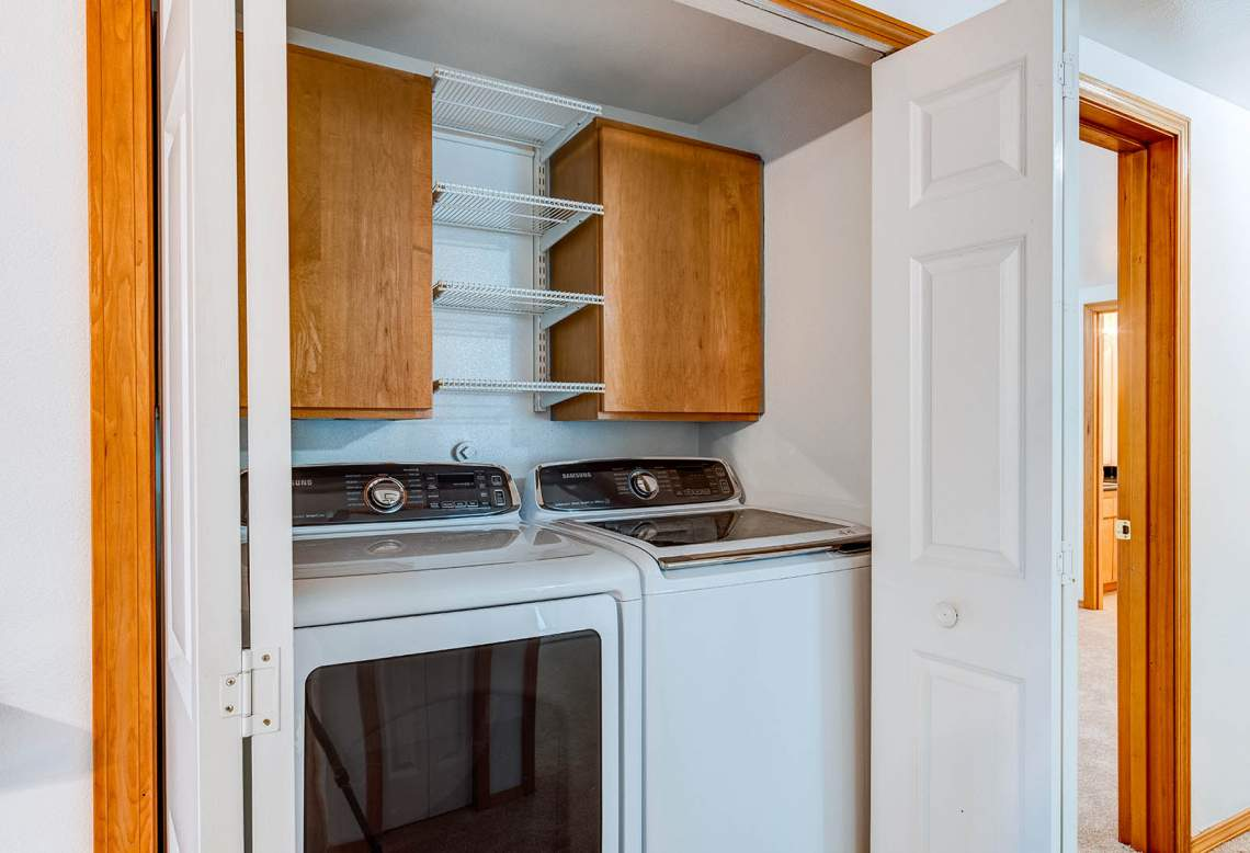 08-LAUNDRY-IN-HALL