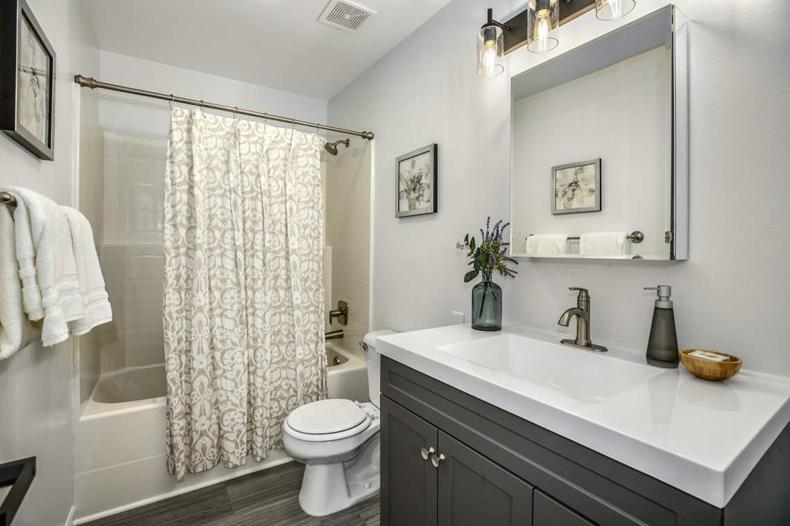 24-Guest-Bathroom