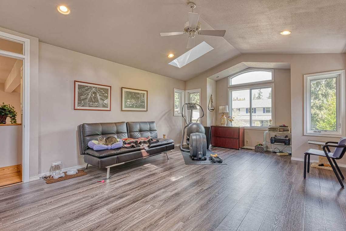 12-UPSTAIRS-BONUS-ROOM