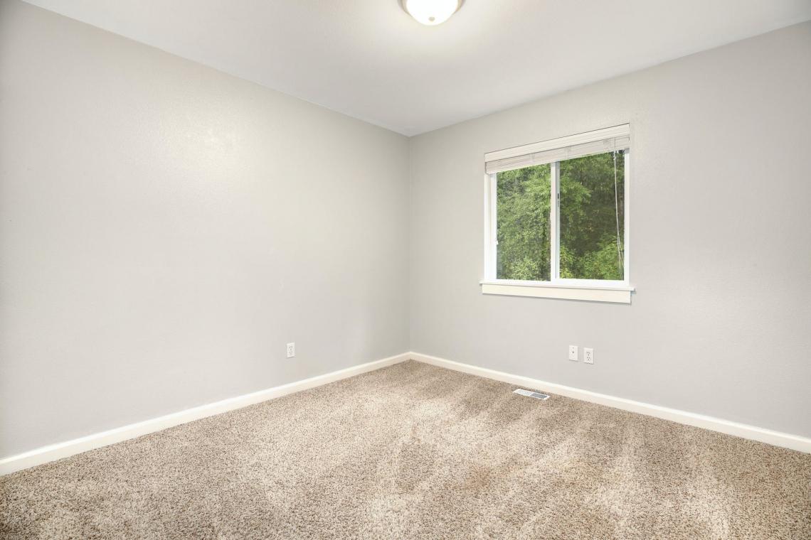16-Guest-Bedroom-1