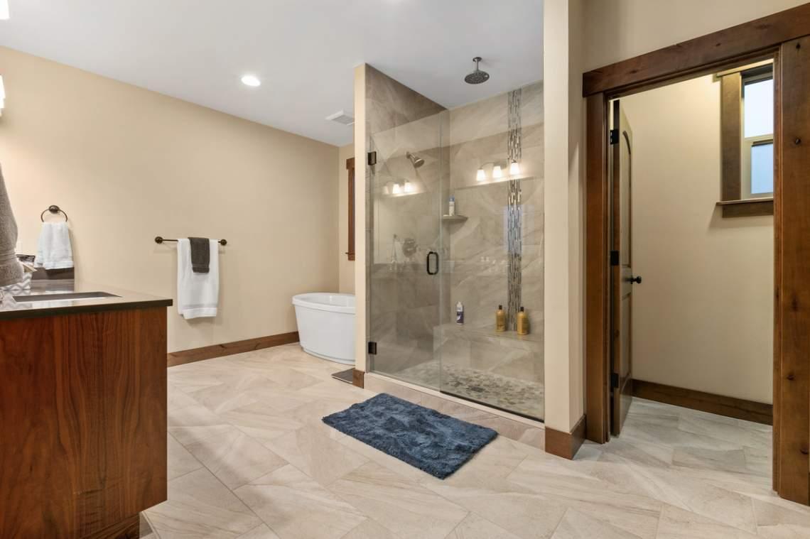16-Master-Bath