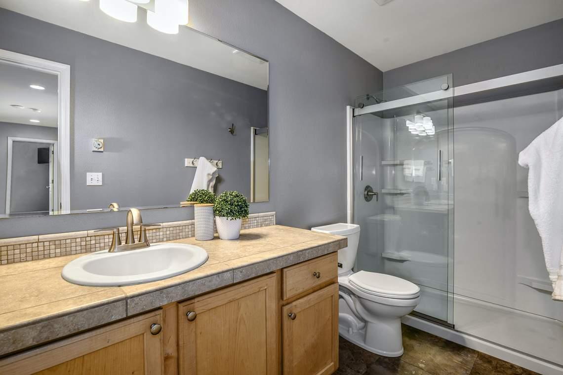 21-Guest-Bath