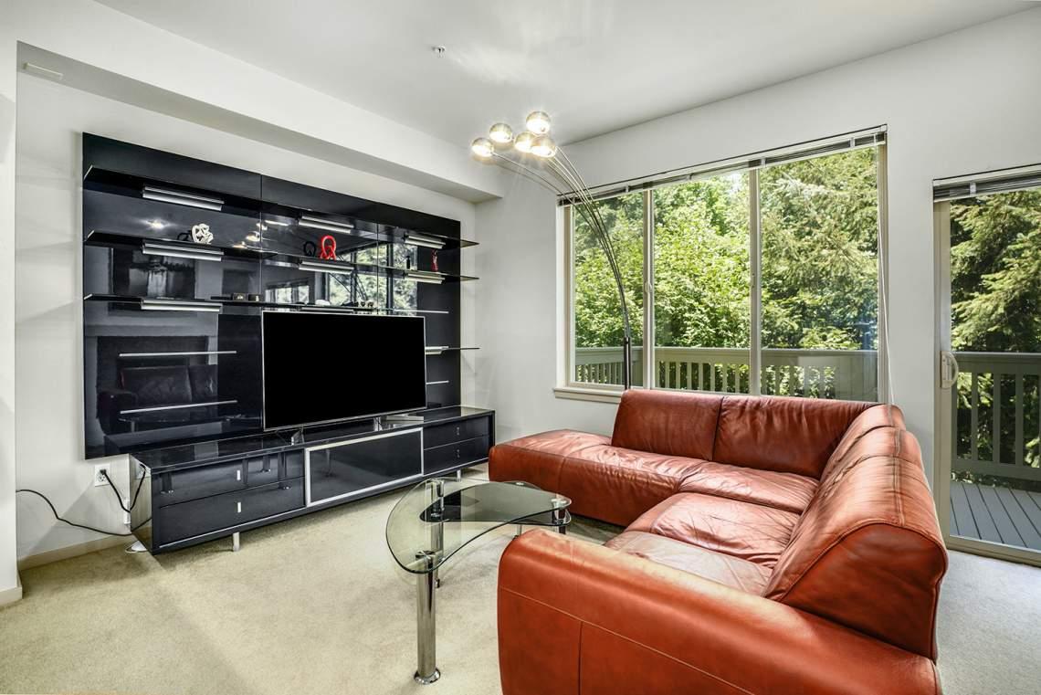 1_03-Living-Room