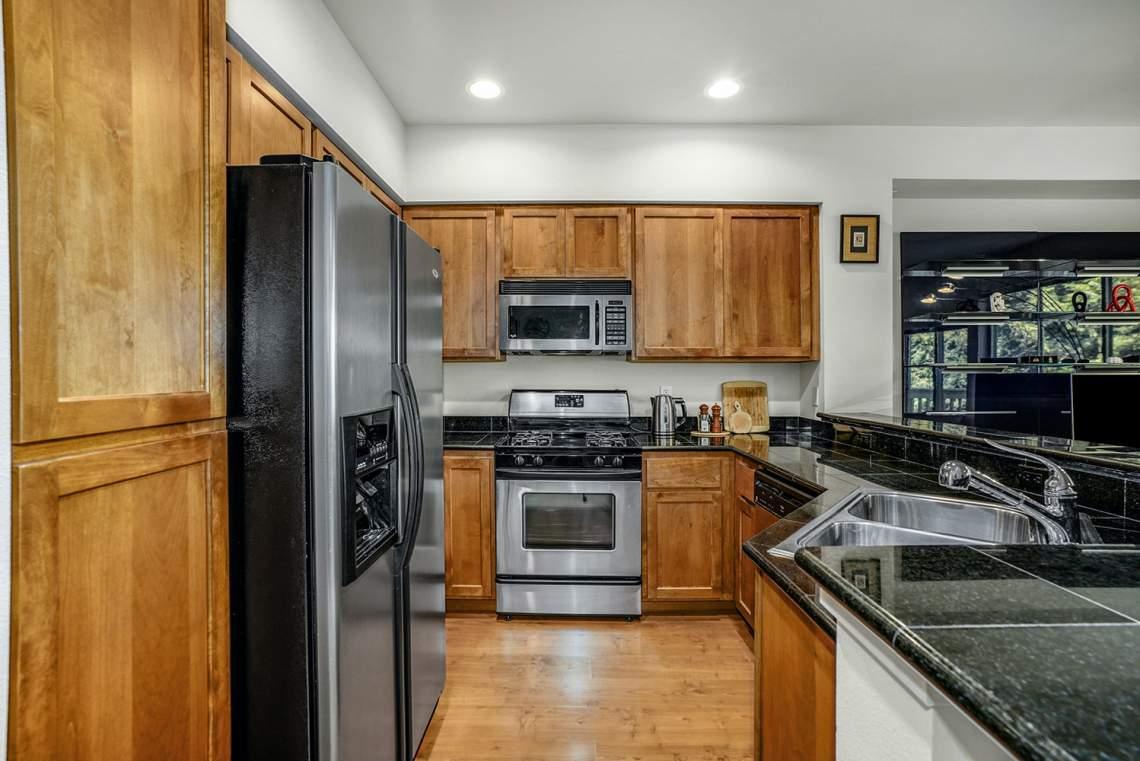 1_06-Kitchen