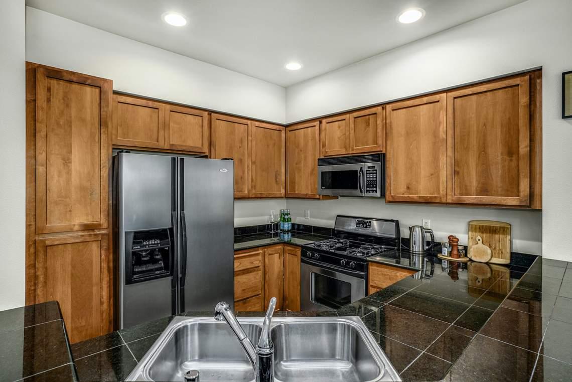 1_07-Kitchen