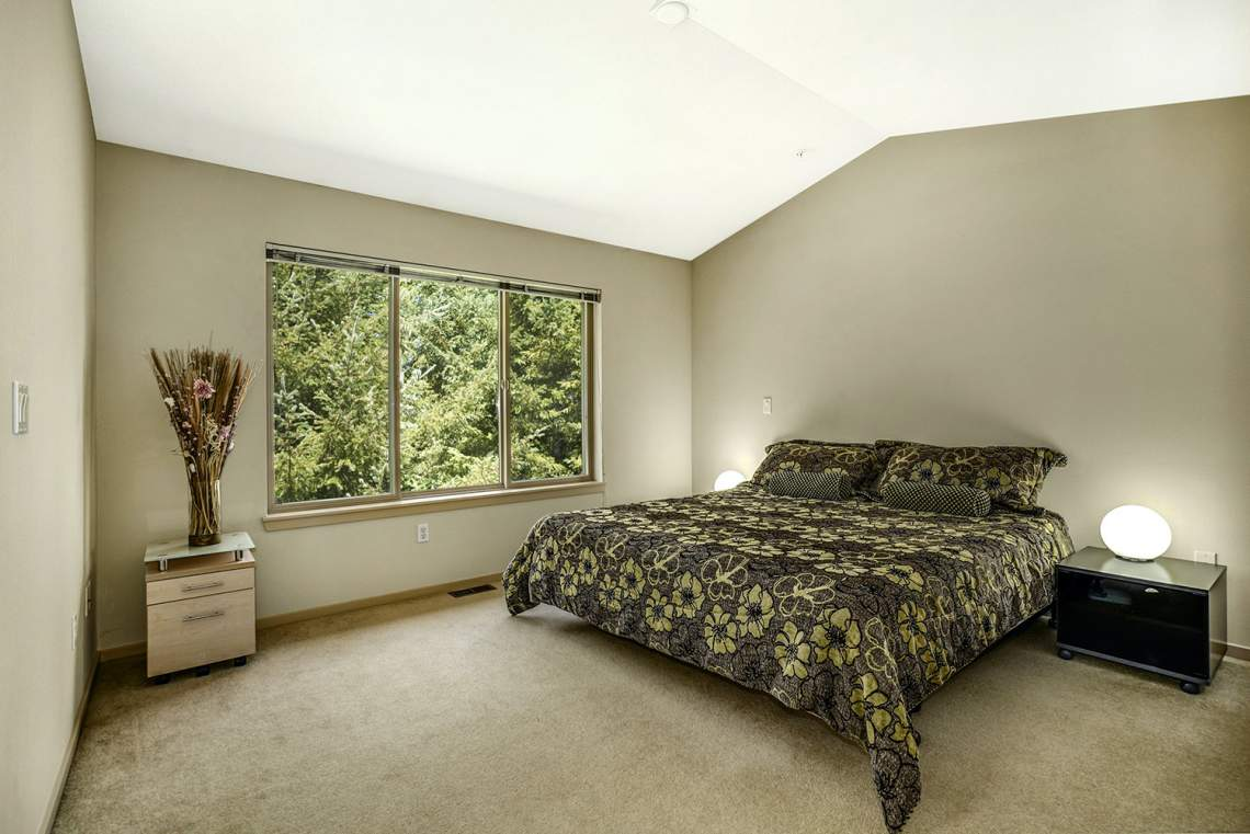 1_13-Primary-Bedroom