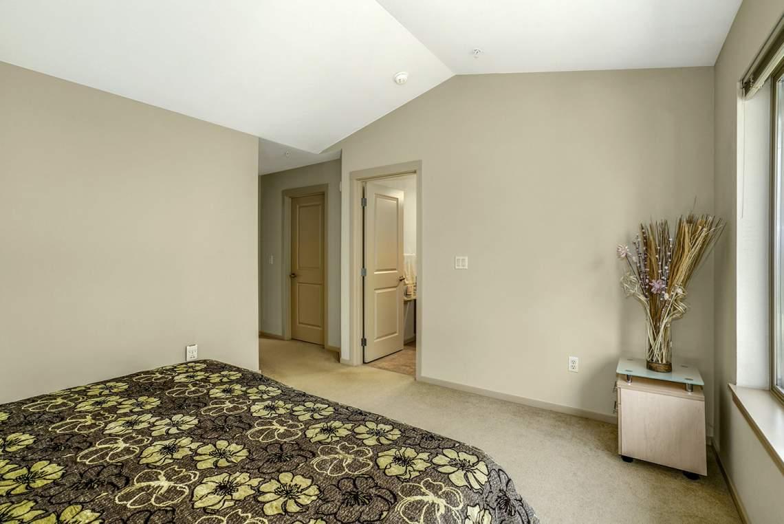 1_15-Primary-Bedroom