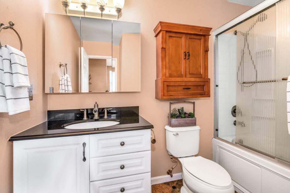 10-Guest-Bathroom
