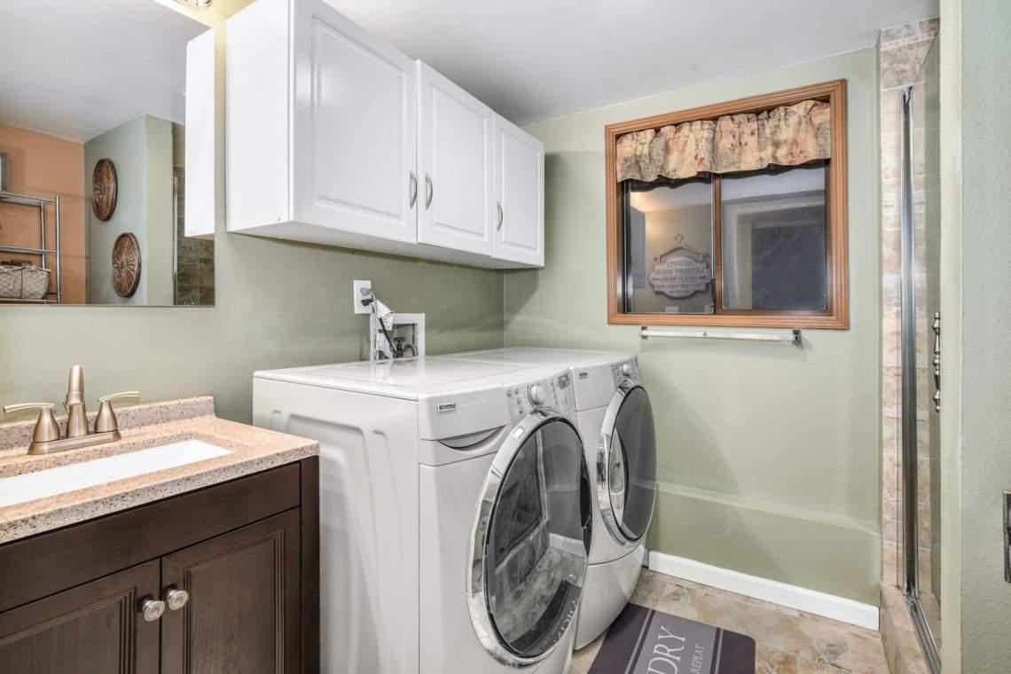 20-Laundry-Bathroom