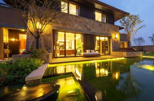 Luxury Homes</br>($2.5M+)