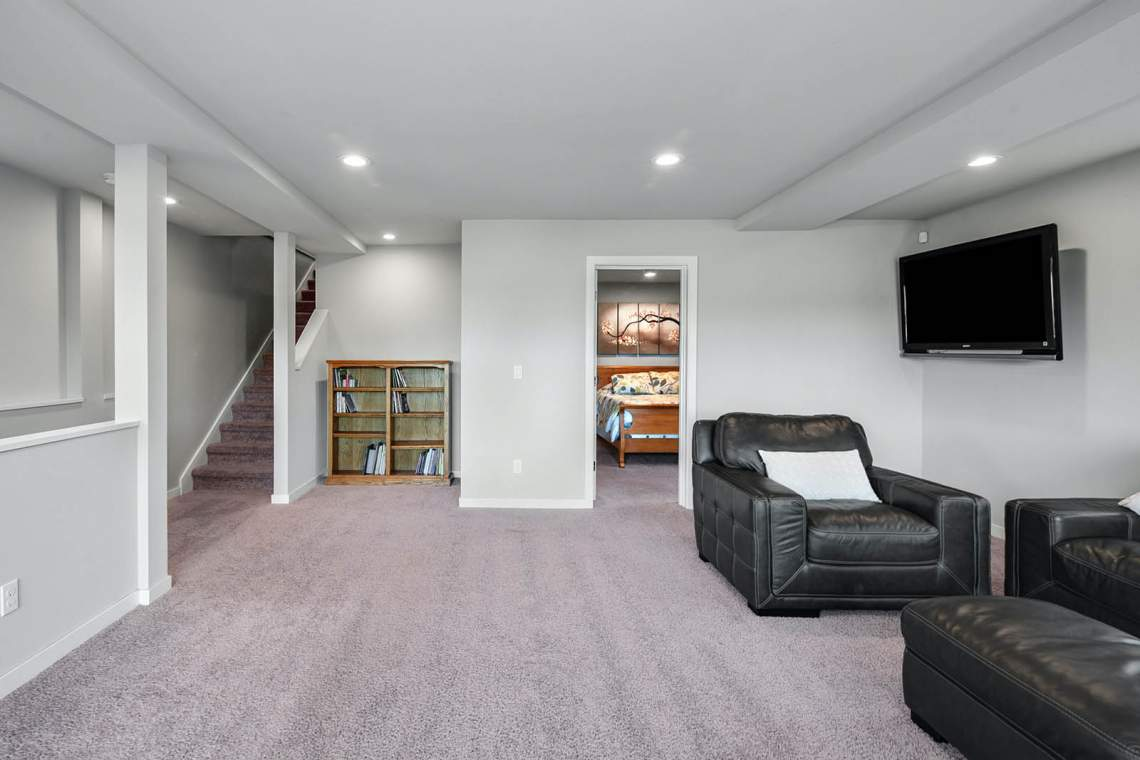 24-Family-Room