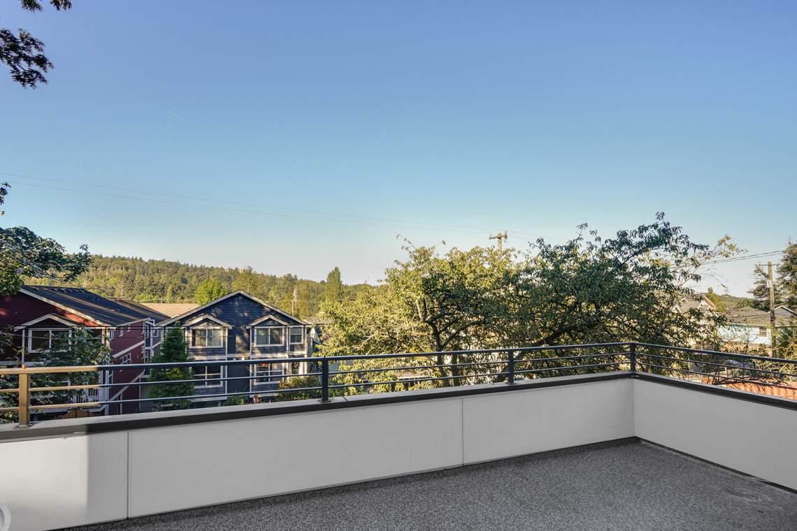 28-Rooftop-Deck