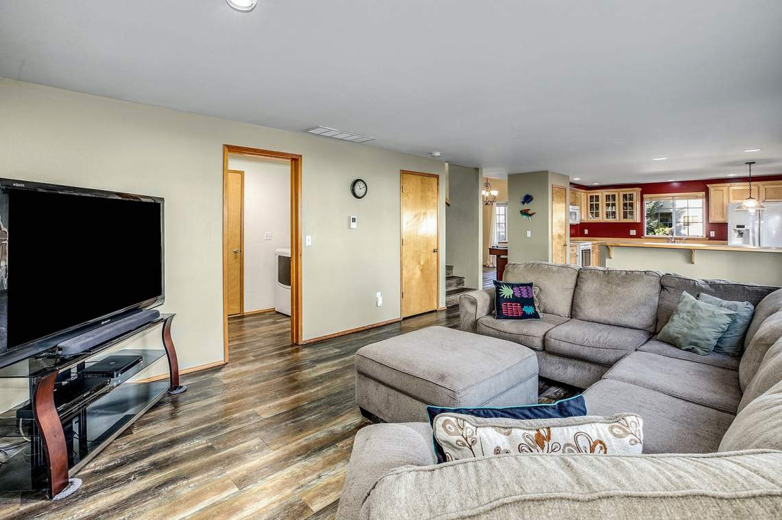 10-Family-Room