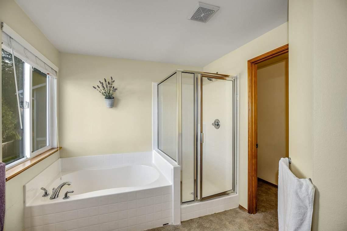17-Master-Bath