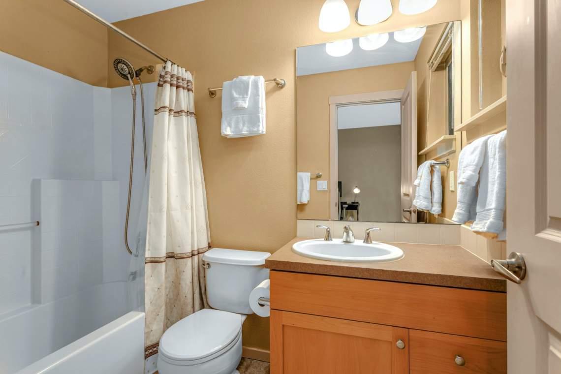 15-Masters-Bathroom.