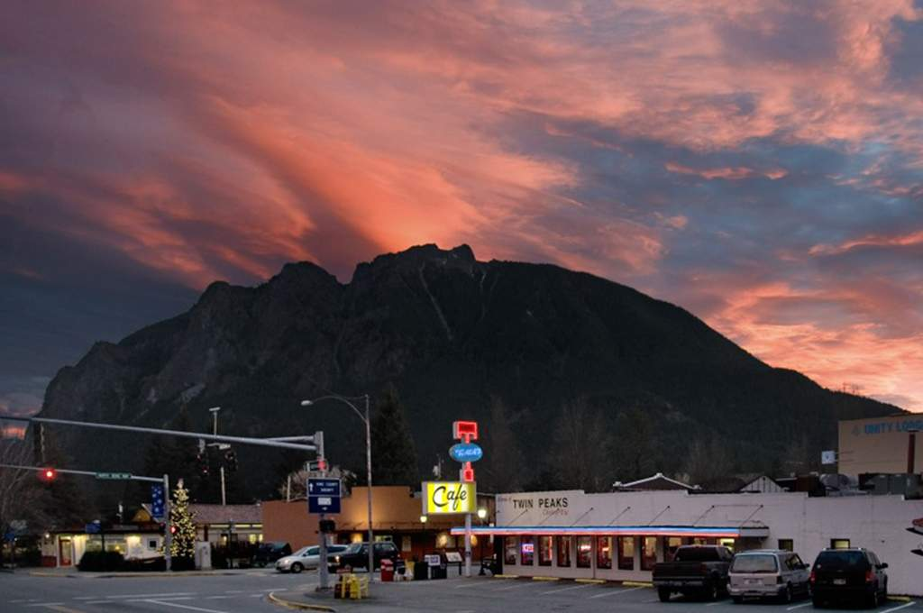 Sunset over North Bend with the famous Twedes cafe and Mount Si in the background.