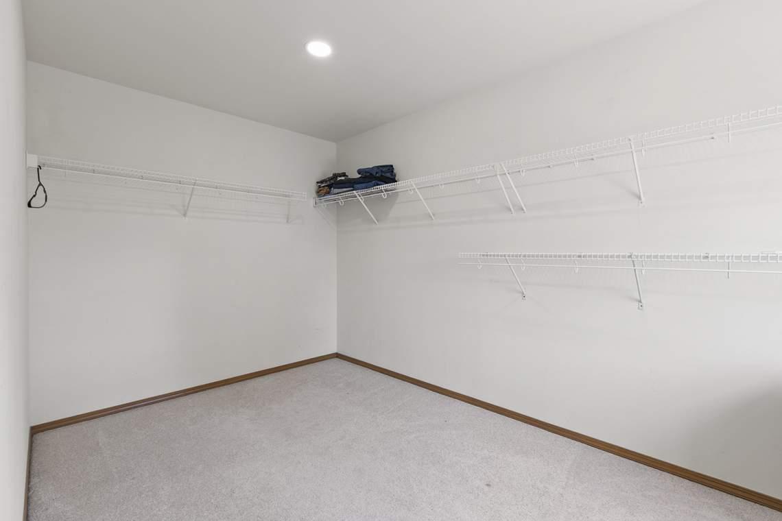 27-Walk-in-Closet