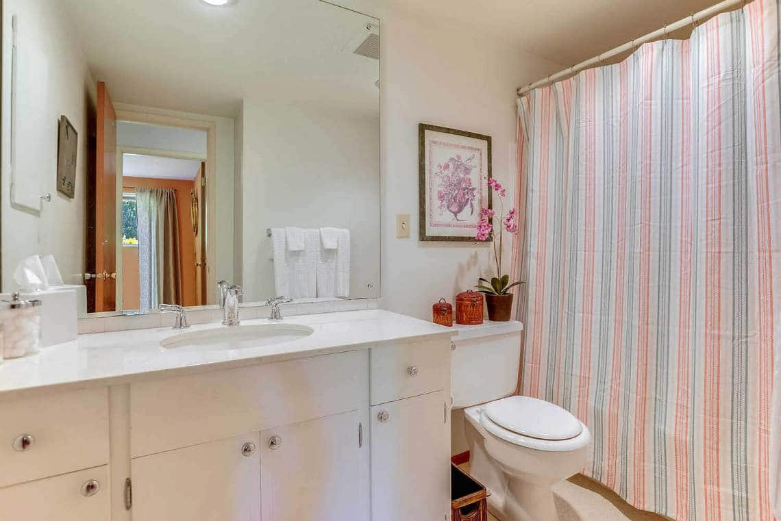 019_2nd-Bathroom