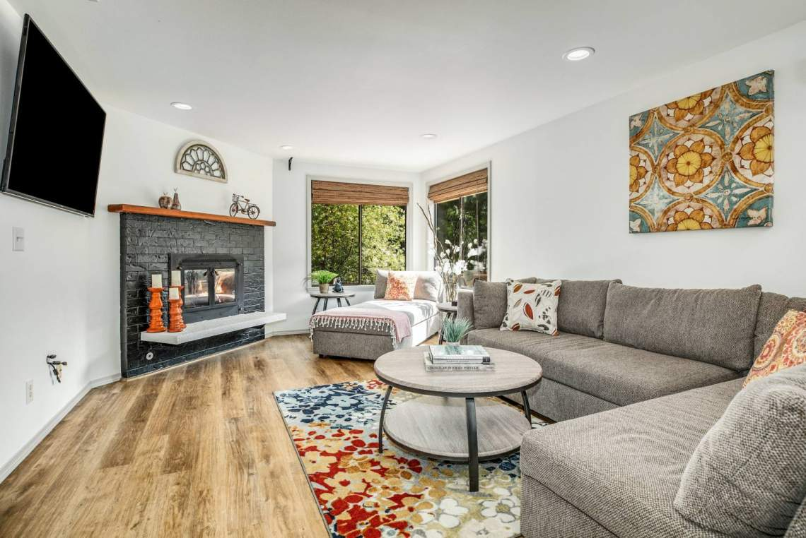 10-Recreational-room-with-Fireplace-1