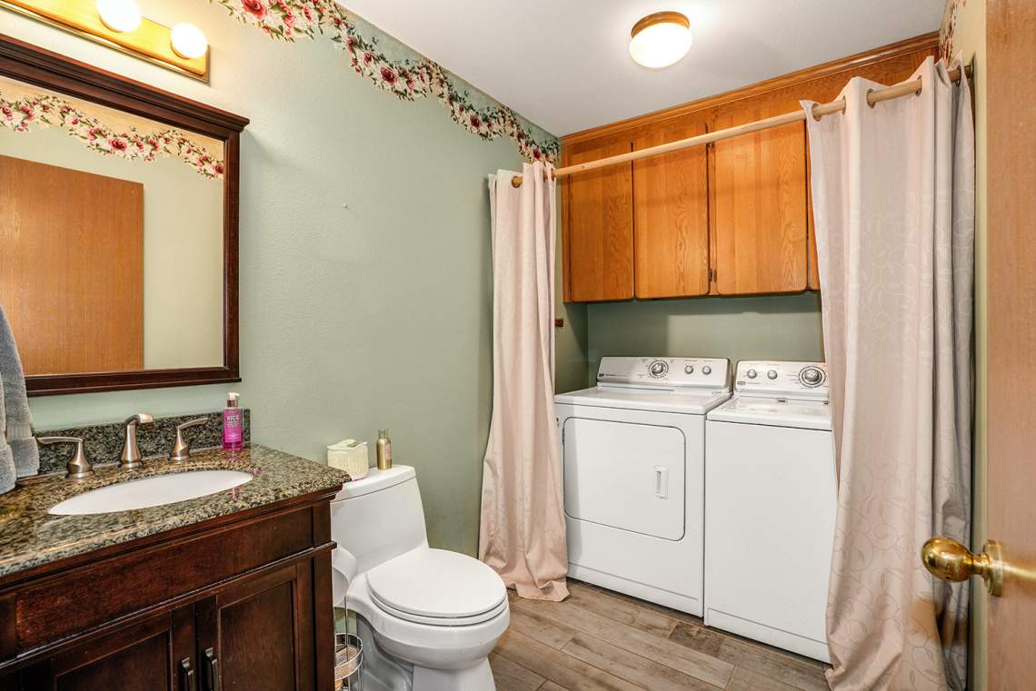 09-Bath-Laundry