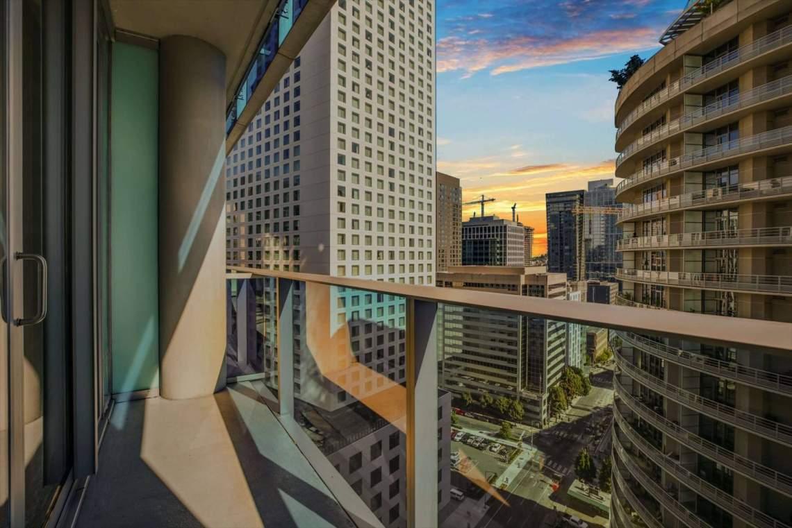 01-Balcony
